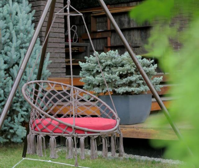 Подвесное плетеное кресло-качели с подушкой